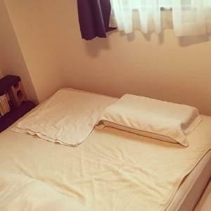 枕にタオル
